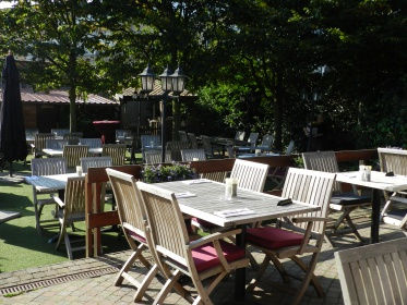 Een zonnig zuiders terras ballantines brasserie restaurant feestzaal te ekeren antwerpen - Foto sluit een overdekt terras ...
